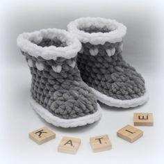 Crochet baby booties patterns are cute, certain, but at the same time they're incredible for those very late infant shower endowments. On the off chance that… Crochet Baby Boots, Crochet Slippers, Crochet Shell Pattern, Crochet Patterns, Free Pattern, Crochet Baby Blanket Beginner, Baby Dolphins, Baby Shoes Pattern, Free Baby Stuff