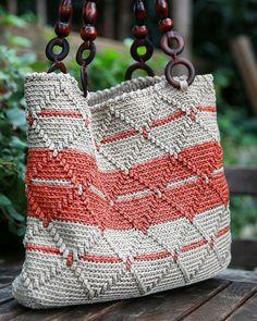 Greetings from Diyarbakır with my bag taDağkapı # hasanpaşahanı great . Diy Crochet Bag, Crochet Clutch, Crochet Handbags, Crochet Purses, Free Crochet, Tapestry Bag, Tapestry Crochet, Drawstring Bag Diy, Crochet Shoulder Bags