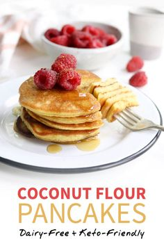 Delicious pancake recipes that are perfect for keto. Try these low carb keto pancake recipes for a quick healthy breakfast. Coconut Flour Cookies, Coconut Flour Pancakes, Coconut Flour Recipes Keto, Almond Flour, Almond Milk, Flours Banana Bread, Low Carb Pancakes Banana, Low Calorie Pancakes, Dairy Free Pancakes