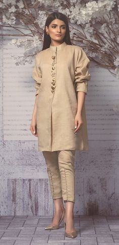 Perfect fusion style cropped nehru collar sherwani with cigarette pants.Formal color n structured garmentHow to Make a Ethnic Dress Modern ?NEXT– 15 Most Trendy and Comfortable Bridal Footwear PREVIOUS– 25 Fashionable Bell Sleeve tops of 2018 Whe Pakistani Fashion Casual, Pakistani Dresses Casual, Pakistani Dress Design, Indian Fashion, Stylish Dress Designs, Designs For Dresses, Stylish Dresses, Kurti Designs Party Wear, Kurta Designs