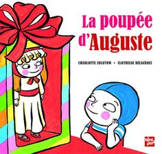 L'histoire: Auguste rêve d'une poupée. Son frère et ses copains se moquent de lui et son père lui offre force trains électriques et ballons de basket. Auguste joue à ces jeux de garçons, et continue de rêver à sa poupée. Un jour sa grand-mère lui rend visite.