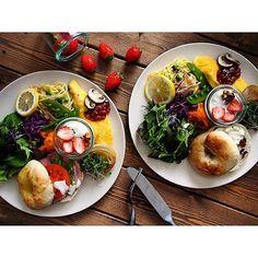 * ぽかぽか日曜日☺︎ ベーグルワンプレートで 遅〜い朝ごはん * 久しぶりに焼いたベーグルは クルミ×チーズとクランベリー♩ レモンパスタとオムレツで ちょっぴり春らしく☘ * 息子と私は花粉症がひどいので 朝の会話は お互いにクシャミを交えながら。 春がくるのは嬉しいけれど これから2ヶ月は戦いです + + #ワンプレート#朝ごはん#朝食#手作りパン #おうちカフェ#おうちごはん#ベーグル #olympuspen#foodpics#foodphoto #instafood#cooking#kaumo#igersjp