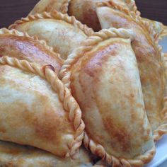 Empanadas Recipe - Useful Articles Easy Cooking, Cooking Recipes, Baked Empanadas, Salted Caramel Fudge, Salted Caramels, Peruvian Recipes, Brazilian Recipes, Pan Dulce, Mexican Food Recipes