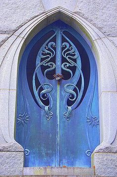 Photos Blend of Architecture with Art Nouveau. At this time it was a revolutionary movement where there was a strict barrier between pure art and art. Art Nouveau focuses more on the concept of und… Cool Doors, The Doors, Unique Doors, Windows And Doors, Front Doors, Entry Doors, Design Art Nouveau, Art Deco, Suppose Design Office