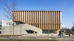Rising from its concrete base, this wooden cube has an evenly spaced façade that gives the austere structure a playful note.