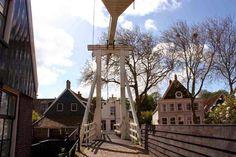 Edam - Das Käse-Dorf vom Wasser aus sehen. So geht's  ... #edam #holland #niederlande #nordholland