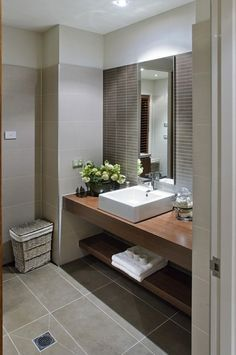 Closet Design Layout, Bathroom Furniture Modern, Small Toilet Room, Modern Bathroom Design, Bathroom Interior, Bathroom Design Small, Bathroom Design Luxury, Bathroom Decor, Bathroom Mirror Design