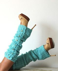 Leg Warmers Ok fashionista friends.maybe it's because I used to be a dancer, but I love leg warmers and have yet to figure out how to wear them. Crochet Leg Warmers, Arm Warmers, Crochet Socks, Look Fashion, Winter Fashion, Womens Fashion, Fashion Shoes, Girl Fashion, Mode Shoes