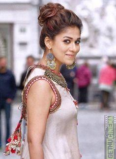 Nayanthara in sye raa narasimha reddy photo HD Most Beautiful Indian Actress, Beautiful Actresses, Nayanthara Hairstyle, Saree Hairstyles, Indian Beauty Saree, South Indian Actress, South Actress, Celebrity Look, Celebrity Outfits