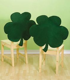 200 Pieces St Regular Patricks Day Shamrock Regular Foam Stickers Lucky Irish Self Adhesive Shamrock Stickers for Wall and Window Clings Decoration 2 Colors Assorted Size