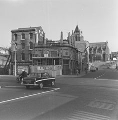 """The Irish House"", Winetavern Street, Dublin. A site acquisition order was announced, with Dublin Corporation making room for their new Civic Offices at Wood Quay. Lord Moyne, then vice-chairman of the Guinness Brewery, financed a project to salvage the exterior of the Irish House. In July 1968 scaffolding went up and all embellishments were removed and transported to a warehouse at the Guinness Hopstore. Ireland Pictures, Old Pictures, Old Photos, Dublin Street, Dublin City, Guinness Brewery, Beer Brewery, Irish Culture, Irish American"