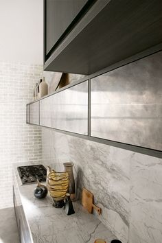 Linear #kitchen with integrated handles TIMELINE by Aster Cucine #interiors #grey #marble