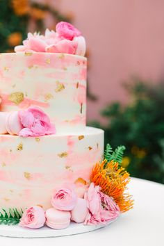 Pink watercolor wedding cake with gold flecks, with macaron and floral accents. Retro tropical wedding at Sands Hotel and Spa in California featured on Green Wedding Shoes! | Mary Costa is a Los Angeles wedding photographer who specializes in vibrant and elevated imagery for fun-loving couples. | www.marycostaweddings.com | #weddingcake #pinkwedding #palmspringswedding #palmsprings #marycostaphoto Unusual Wedding Cakes, Amazing Wedding Cakes, Fall Wedding Cakes, Wedding Cake Rustic, Nontraditional Wedding, Elegant Wedding Cakes, Wedding Cake Designs, Wedding Desserts, Wedding Cupcakes