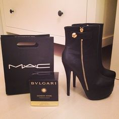 Do you get the shoes free if you buy the products?  If so.... SOLD!!    ♥♥♥♥♥♥♥