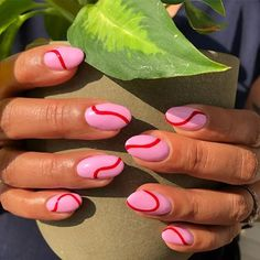 One Line Nail Art Is the Latest Minimalist Trend, and Here Are 26 of Our Favourites Art Minimalist Makeup, Beauty, Hair & Skin Minimalist Nails, Nail Art Disney, Nail Design Glitter, Jolie Nail Art, Kawaii Nail Art, Korean Nail Art, Lines On Nails, Nagel Hacks, Nagellack Trends