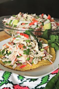 Tostadas de Jaiba or Crabmeat Tostadas. I Love Food, Good Food, Mexican Dessert Recipes, Mexican Dishes, Dinner Recipes, Mexican Meals, Dinner Ideas, Traditional Mexican Food, Gourmet