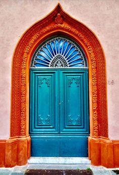 Unique door puertas Ideas for 2019 Cool Doors, Unique Doors, Entrance Doors, Doorway, Grand Entrance, Doors Galore, Porte Cochere, Vintage Doors, Main Door