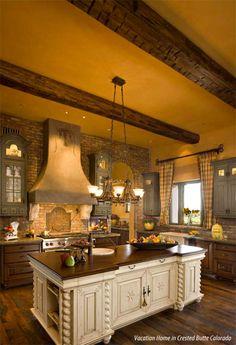 I love this kitchen! Interior Design Kitchen, Kitchen Decor, Warm Kitchen, Rustic Kitchen, Kitchen Brick, Kitchen Ideas, Kitchen Layout, Interior Modern, Decorating Kitchen