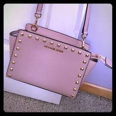 Michael Kors Selma Stud Crossbody BRAND NEW WITH TAGS. Adorable Selma stud Crossbody bag with adjustable strap. Gold studs. The Color I would describe as a light nude pink. Comes with dust bag. Nothing wrong with bag at all.  cute cute bag! Leather as well. The color looks truest on the last picture. Michael Kors Bags Crossbody Bags