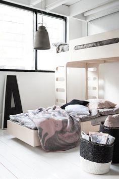 lits superposés//bunk beds