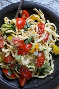 alfredo with tomatoes, cucumber slices, yellow peppers, & baisl leaves tons of parmasan