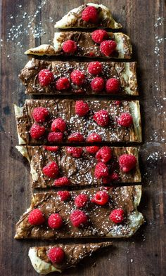Raspberry Nutella Pizza Go Go Go Gourmet Gourmet Desserts, Delicious Desserts, Yummy Food, Gourmet Pizza Toppings, Gourmet Pizza Recipes, Oven Recipes, Cooking Recipes, Tasty, Cucumber Recipes