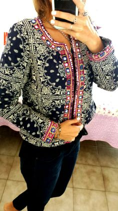 Chaquetas de matelasé bordadas Embroidered Clothes, Embroidered Jacket, Diy Fashion, Teen Fashion, Boho Skirts, Western Dresses, Embroidery Dress, Fashion Over 50, Fall Winter Outfits
