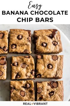 Make the best banana chocolate chip bars in 30 minutes, packed with flavor and perfect for breakfast or an afternoon snack. They take just 10 minutes of prep and then go straight into the oven. So easy to make and always a crowd-pleaser. | realandvibrant.com #realandvibrant #breakfastbars #chocolatechipbars #bananabars #easybreakfast #easysnack