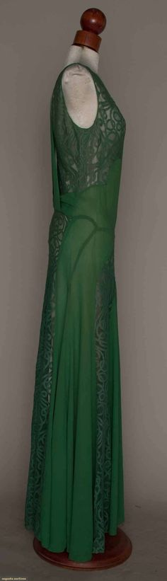 GREEN SILK & LACE GOWN, MID 1930s Silk crepe, ...
