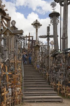 Colina de las Cruces, Lituania, 2012-08-09, DD 25 - Category:Hill of Crosses – Wikimedia Commons