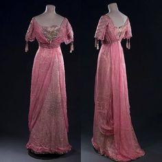 My Pompadour Isn't Listening., Evening dress, ca. 1900s Fashion, Edwardian Fashion, Vintage Fashion, Vintage Style, Women's Fashion, 1920 Outfits, Vintage Outfits, Vintage Wardrobe, Pompadour