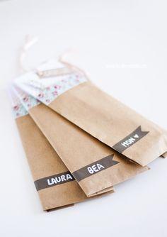 Fácil y Sencillo: kraft bag + floral Washi tape gift wrapping :)