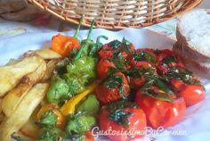 Un tris di verdure fritte fatto con patate, pomodori e peperoni verdi, che assemblati, ricordano i colori della bandiera italiana.