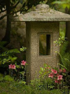 japanese garden lanterns | Japanese Garden - stone lantern | Flickr - Photo Sharing! Nice simple design