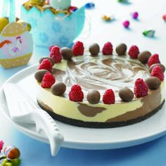 Cadbury Dark and White Chocolate Cheesecake. This crowd pleasing chocolate cheesecake can become a centre piece for your family this Easter. We bet you can't wait to try this Easter cheesecake recipe! Desserts Ostern, Köstliche Desserts, Delicious Desserts, Dessert Recipes, Party Recipes, Yummy Food, White Chocolate Mousse Cake, Chocolate Swirl, Easter Chocolate