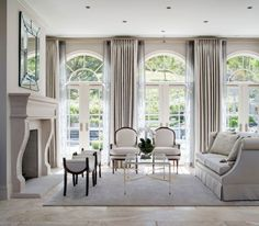 Classic Home Decor .Classic Home Decor French Living Rooms, French Country Living Room, Formal Living Rooms, Home Living Room, Living Room Designs, Living Room Decor, Country Kitchen, Modern Living, French Country Rug