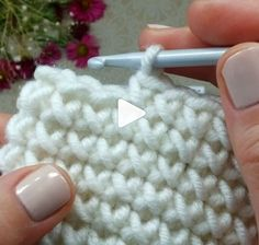 Crochet Front and Back Post Ribbing - Salvabrani Free Crochet Stitches from Daisy Farm Crafts - Salvabrani Free Crochet Pattern for the Blueberry Stitch! Learn how to crochet bobbles with this easy crochet tutorial. Crochet Unique, Crochet Round, Double Crochet, Easy Crochet, Free Crochet, Crochet Hats, Crochet Baskets, Crochet Poncho, Bolero Crochet