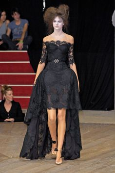 Alexander McQueen at Paris Fashion Week Spring 2007 - Runway Photos Runway Fashion, Fashion Outfits, Paris Fashion, Fashion Ideas, Fashion Trends, Lace Evening Dresses, Wedding Dresses, Off Shoulder Wedding Dress, Balloon Dress