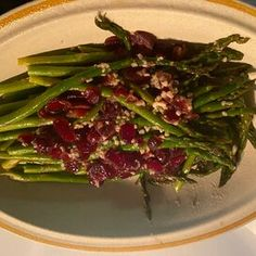 Divine Asparagus Pan Fried Asparagus, Ways To Cook Asparagus, Easy Asparagus Recipes, Asparagus Dishes, Steamed Asparagus, Fresh Asparagus, Vegetable Dishes, Vegetable Recipes, Raisin Sauce