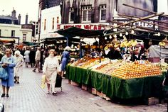 Where mum met dad on his stall - Woolwich Market abt 1976 Woolwich Arsenal, London History, Historical Photos, Family History, Childhood Memories, Past, Times, Marketing, Places