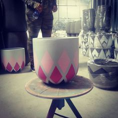 Hand-painting pots Painted Clay Pots, Painted Flower Pots, Hand Painted, Painting Pots, Painting Concrete, Cement Art, Concrete Crafts, Pottery Painting Designs, Paint Designs