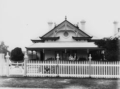 Your Brisbane: Past and Present: 28 Moreton St, New Farm Australian Architecture, Australian Homes, Beautiful Buildings, Beautiful Homes, Dormer Windows, New Farm, Design Guidelines, Adaptive Reuse, Built Environment