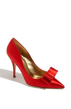 I love red shoes. kate spade new york 'latrice' pump Red Pumps, Red Shoes, Me Too Shoes, Satin Pumps, Fashion Shoes, Fashion Accessories, Red Fashion, Fashion Vintage, Luxury Fashion