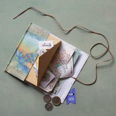 On l'emmène partout avec soi, ce joli carnet de voyage, afin de conserver précieusement tous les petits trésors trouvés sur le lieu des vacances... Sur Marie Claire Idées.