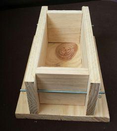 Voici donc le tuto pour fabriquer un moule à savon en bois. L'idée m'est venue en voyant, des fois, le prix exorbitant des moules bois vendus par certaines boutiques, et parce que cela …