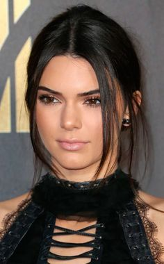 Model Kendall Jenner attends the 2016 MTV Movie Awards at Warner Bros. Studios on April 2016 in Burbank, California. MTV Movie Awards airs April 2016 at ET/PT. Kendall Jenner Make Up, Kendall Jenner Estilo, Kendall Jenner Gigi Hadid, Kendall Jenner Photos, Kendall Jenner Outfits, Kendall Jenner No Makeup, Kardashian Style, Kardashian Jenner, Kourtney Kardashian
