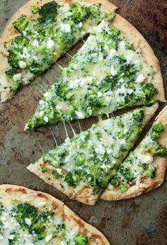 Broccoli and Cheddar Four-Cheese Flatbread Pizza #broccoli #cheese #pizza