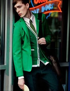 Good bye blue! It's green time! Nice blazer, cardigan and tie. <3
