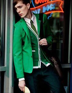 Good bye blue! It's green time! Nice blazer, cardigan and tie. <3