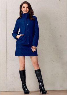 Неординарное решение для прохладной погоды - теплая юбка! Оригинальная простежка привлекает внимание. Расклешенный короткий покрой создает очаровательный женственный силуэт. Удобный притачной пояс, сзади молния и 2 вытачки - юбка отлично сидит. Подберите куртку в тон для наиболее эффектного образа! Мини-юбка интересно смотрится с высокими сапогами. Даже холод не помешает Вам быть яркой! Слегка заниженная линия талии. Длина ок. 44 см.